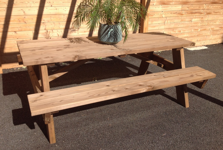 table avec bancs en douglas var et bois. Black Bedroom Furniture Sets. Home Design Ideas