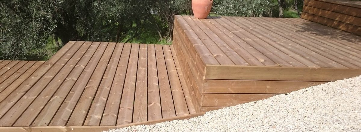 photo terrasse en pin lisse marron